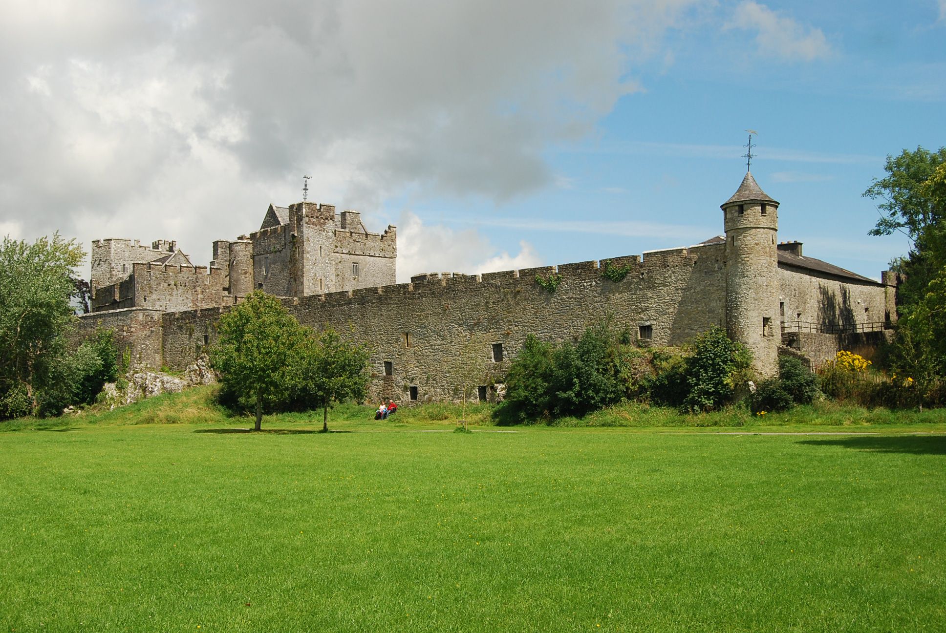 Cahir Castle - Wikipedia