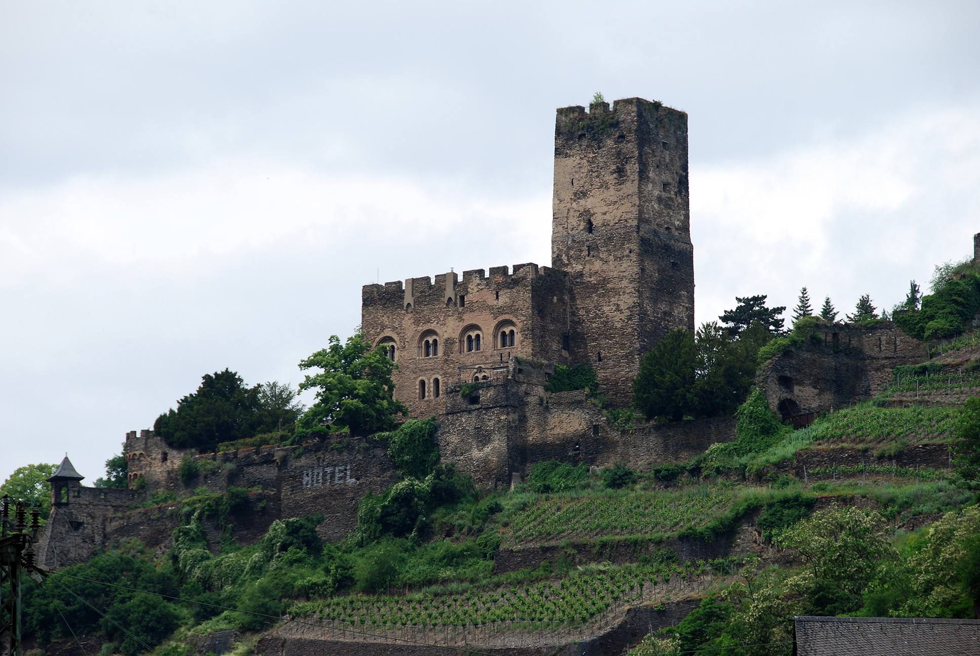 Great Castles - Gallery - Burg Gutenfels - Rheinland-Pfalz Germany: https://great-castles.com/gutenfelsgallery.php