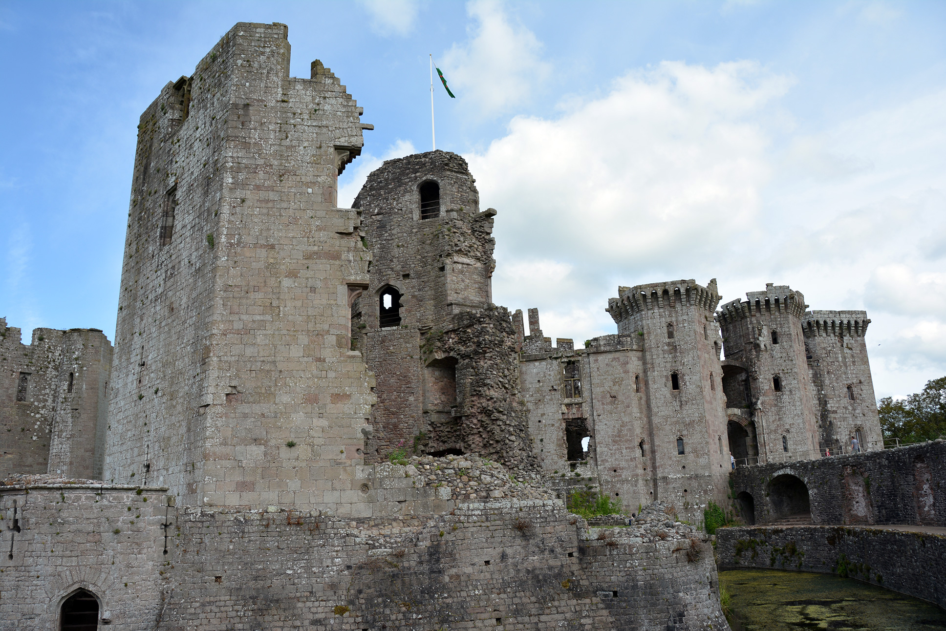 midieval castle essay Castles in the medieval times were very uncomfortable and hardships were plenty a castle had no central heating the main fireplace heat was saved for the lord and the lady.